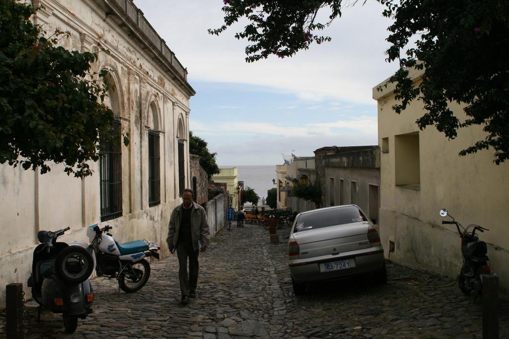Coronia, Uruguai