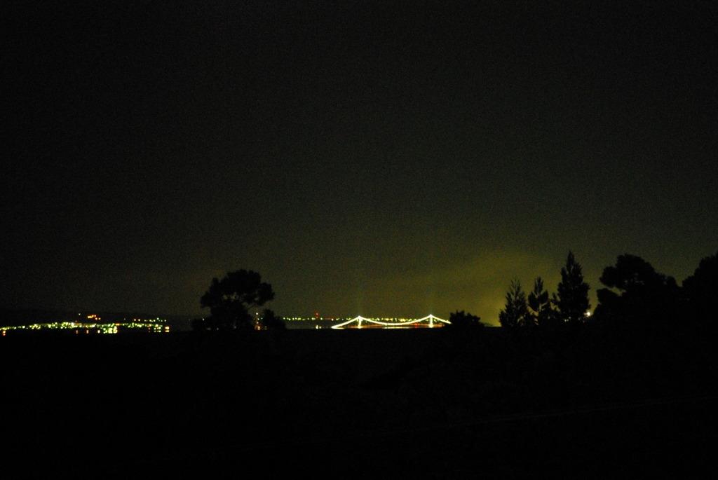八雲からみた室蘭、白鳥大橋