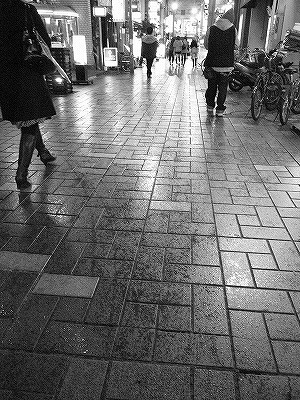 濡れる街角
