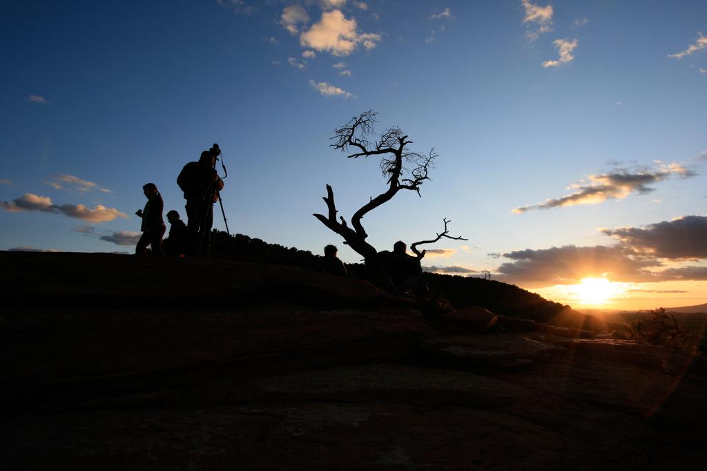 夕日を撮るカメラマンを撮る