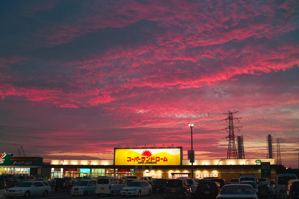 買い物帰りの紅い空