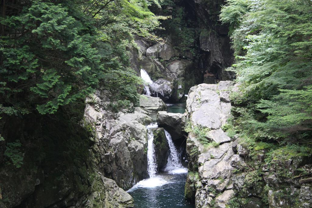 waterfalls_02