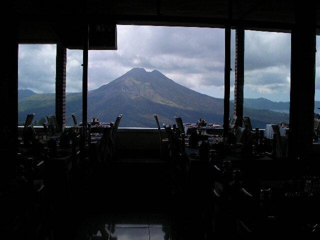 火山の見えるレストラン