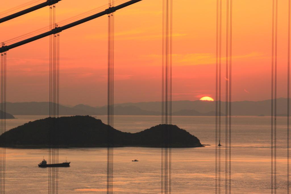 沈む夕日と瀬戸大橋!
