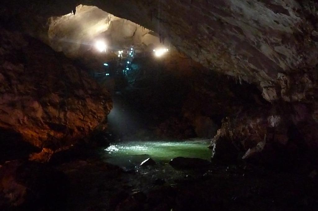 秋芳洞 光響ファンタジー 水と大地の神秘 洞内川