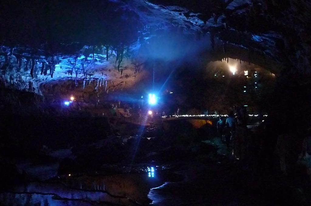秋芳洞 光響ファンタジー 水と大地の神秘 傘づくし