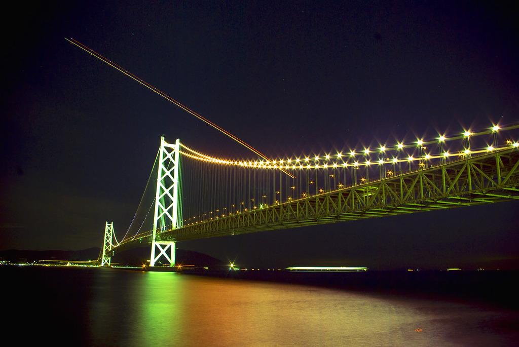 海峡と夜間飛行の軌跡