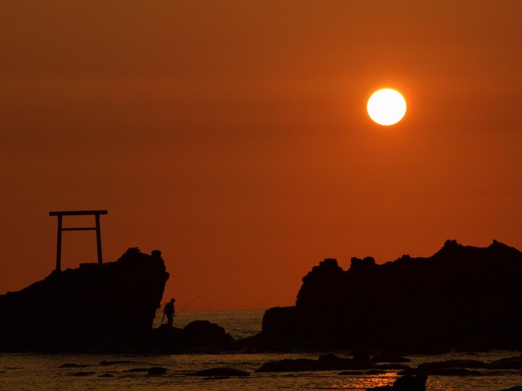 波立海岸の朝日