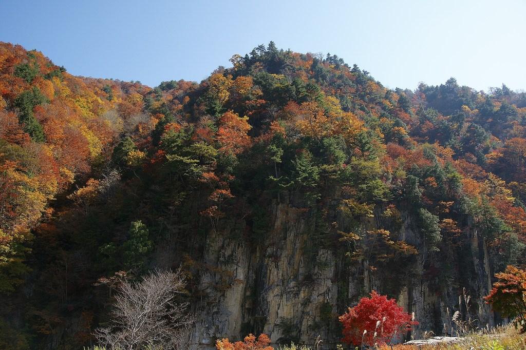 秋色の屏風岩