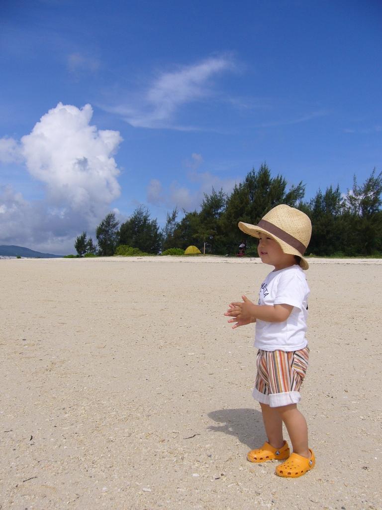 ぼくと古宇利島の浜辺。