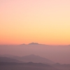 朝の山並み
