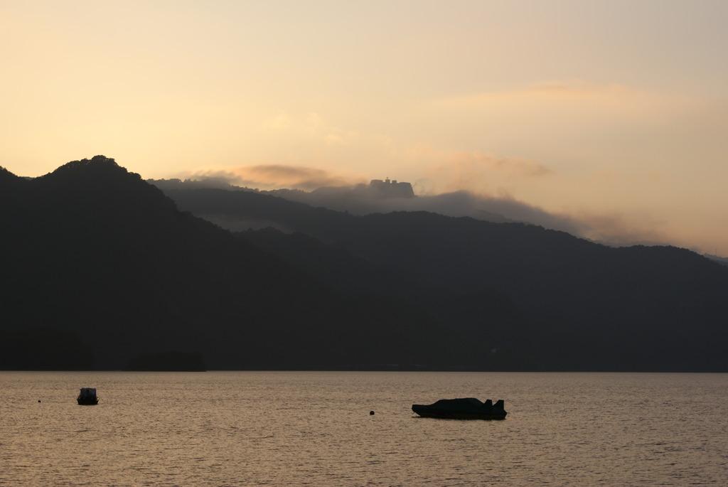 洞爺湖の夕暮れ
