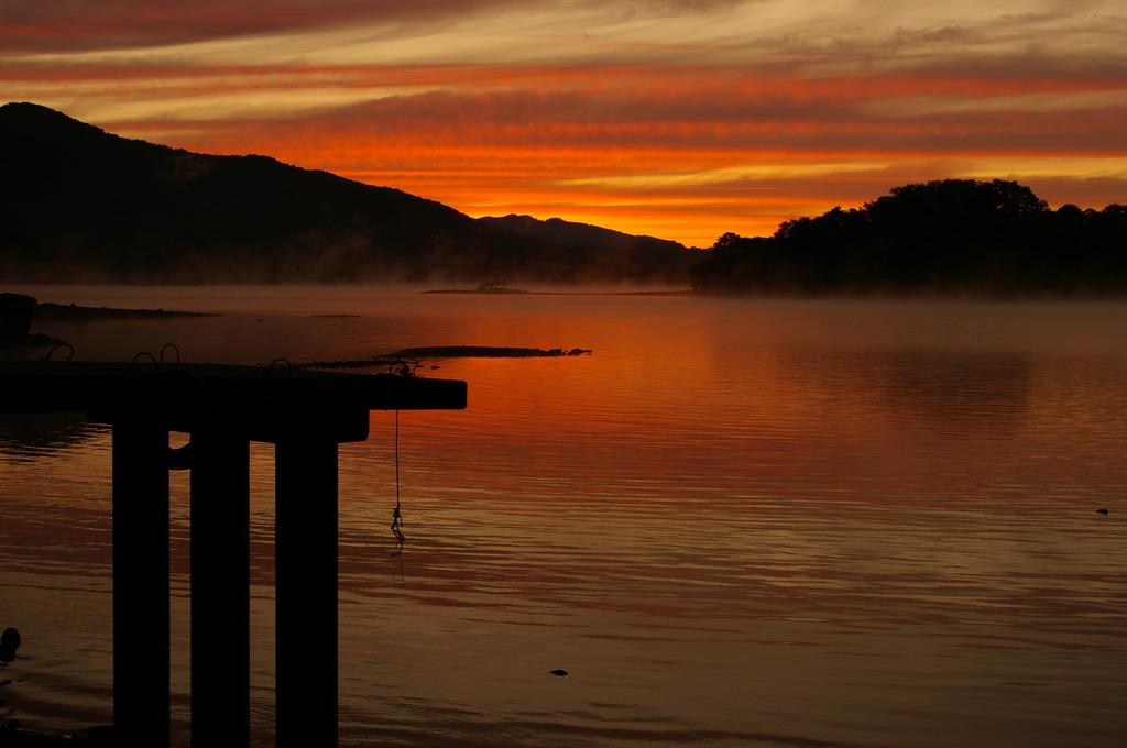 湖の夜明け①