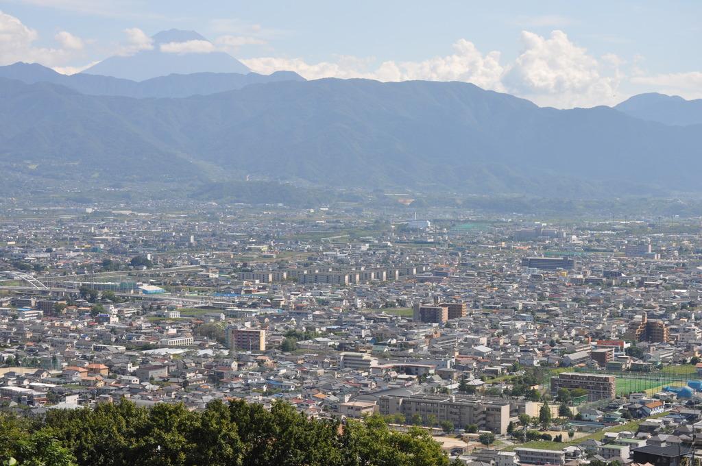 富士をのぞむ土地 甲府盆地