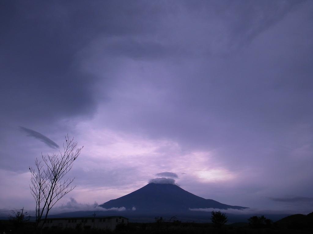 暗雲と富士