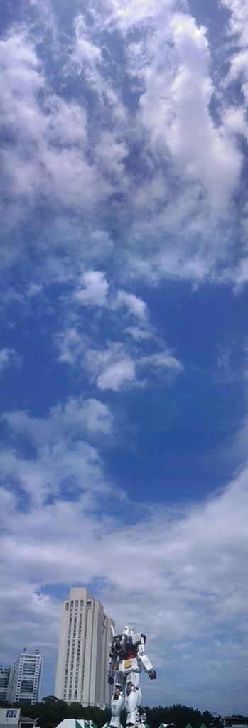 夏の空にガンダム立ち上げる!