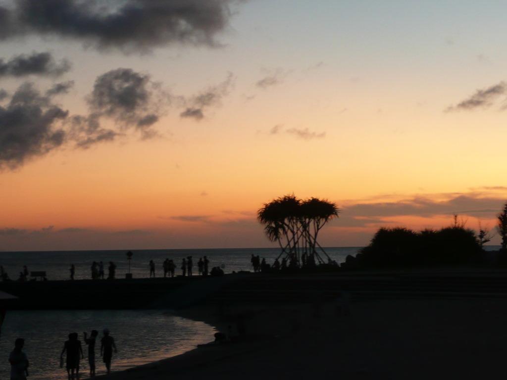 沖縄サンセットビーチ