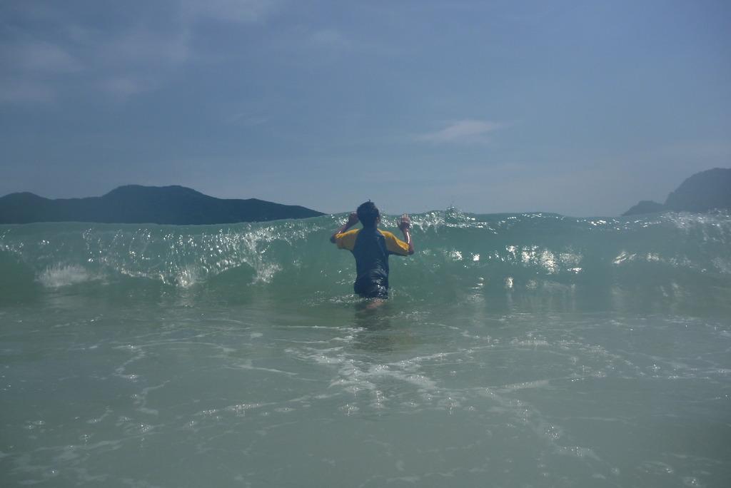 波を操る少年