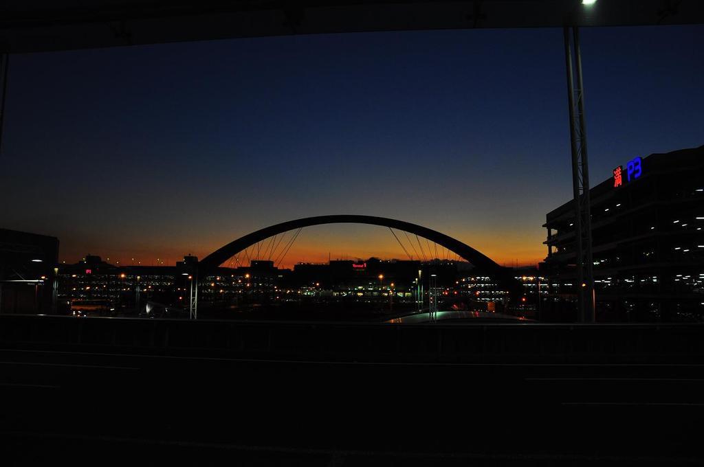 羽田空港の夕暮れ