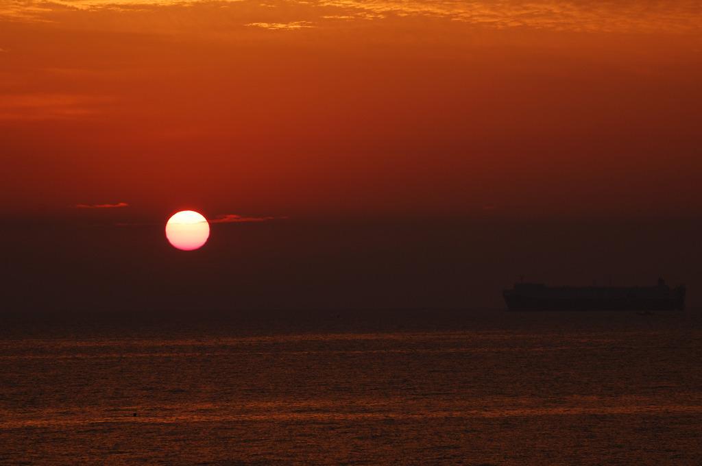 日出待ち船