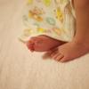 生後6日目の君の足