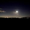 月と町と星
