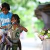 花売りの子供。
