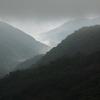 曇りの山々