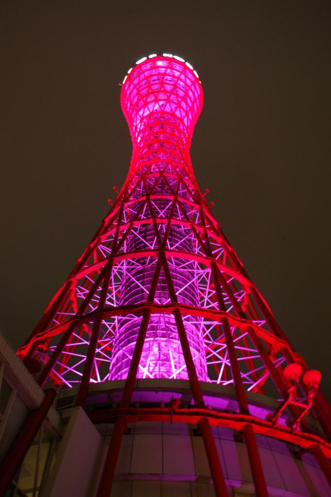 ピンク色のポートタワー