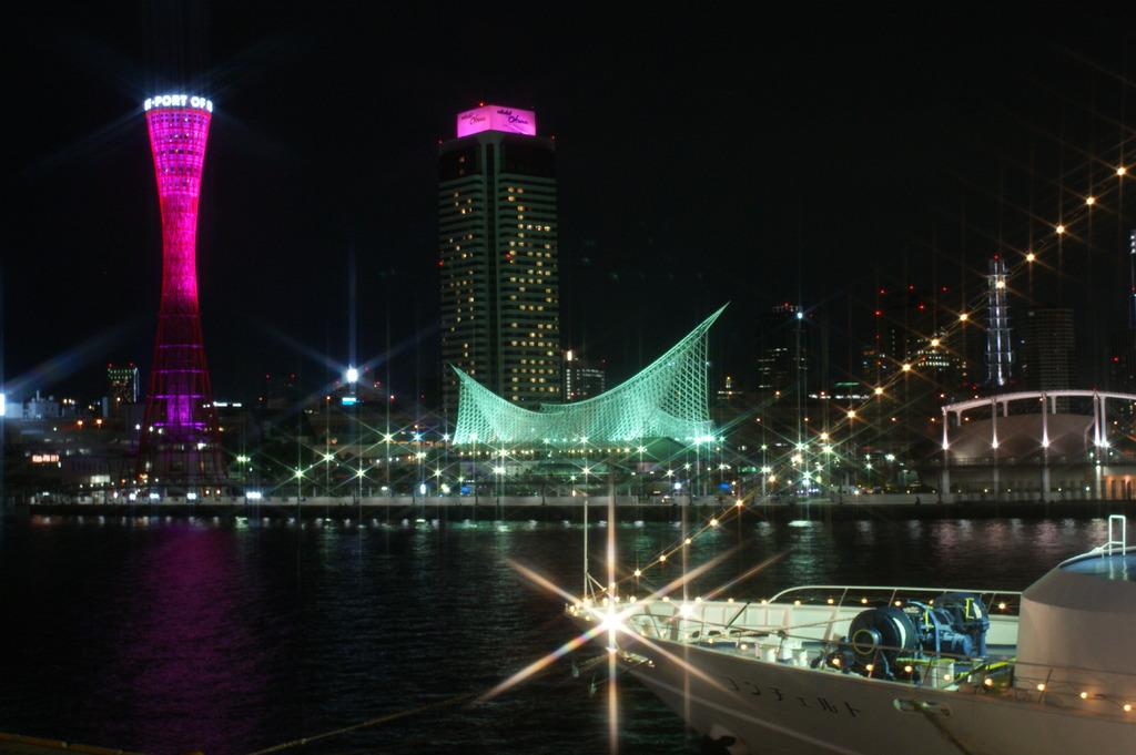神戸の夜景がピンクに