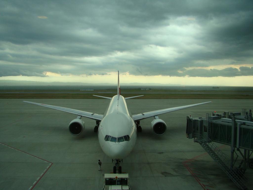 悪天候の神戸空港
