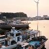 淡路の港に陽が落ちる