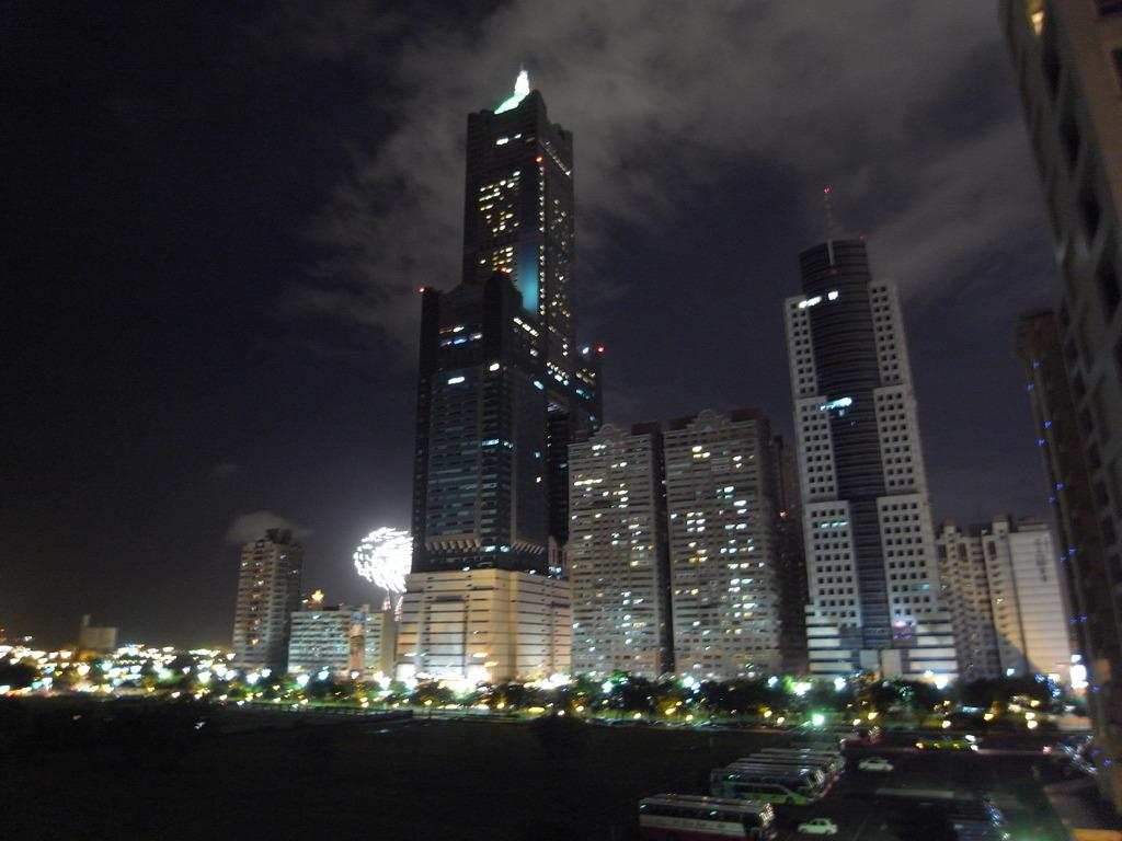 85大樓と花火