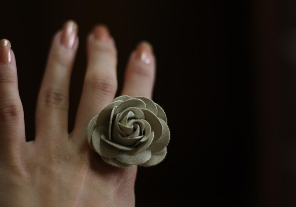 バラの指輪。