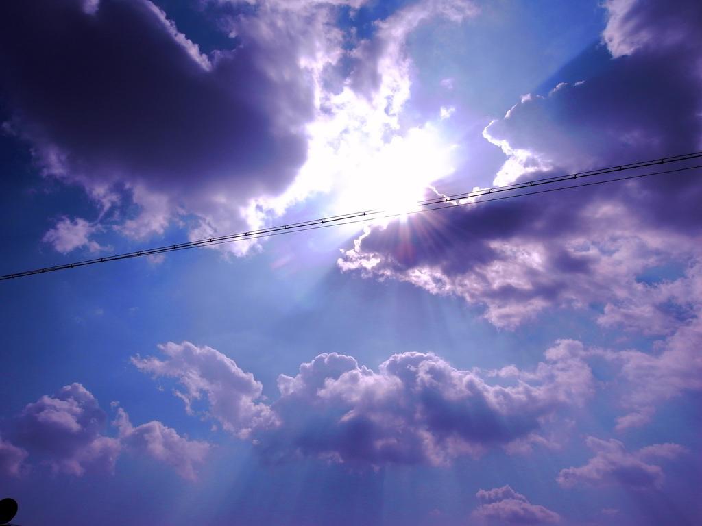 太陽と電線