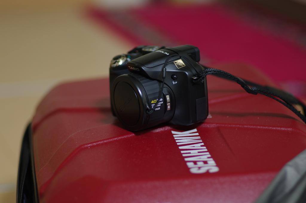 スーツケースとカメラ