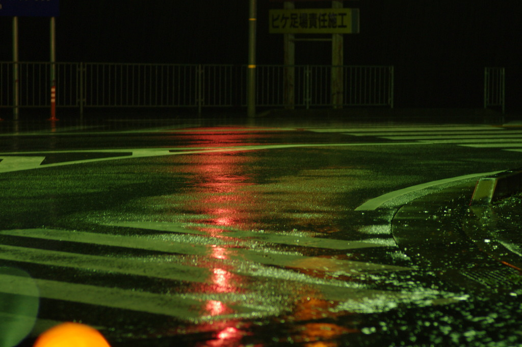 雨と道路。。