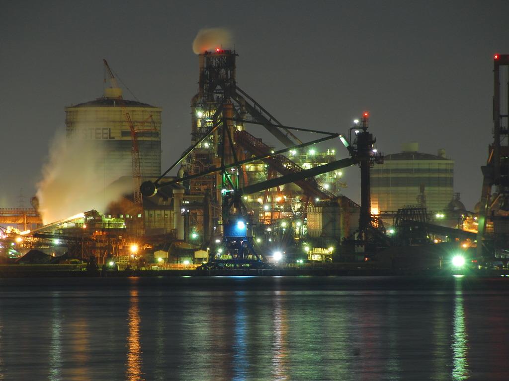 燃える工場