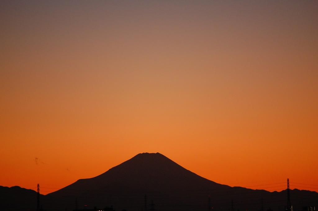 遥か彼方の影富士