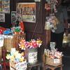 駄菓子屋の軒
