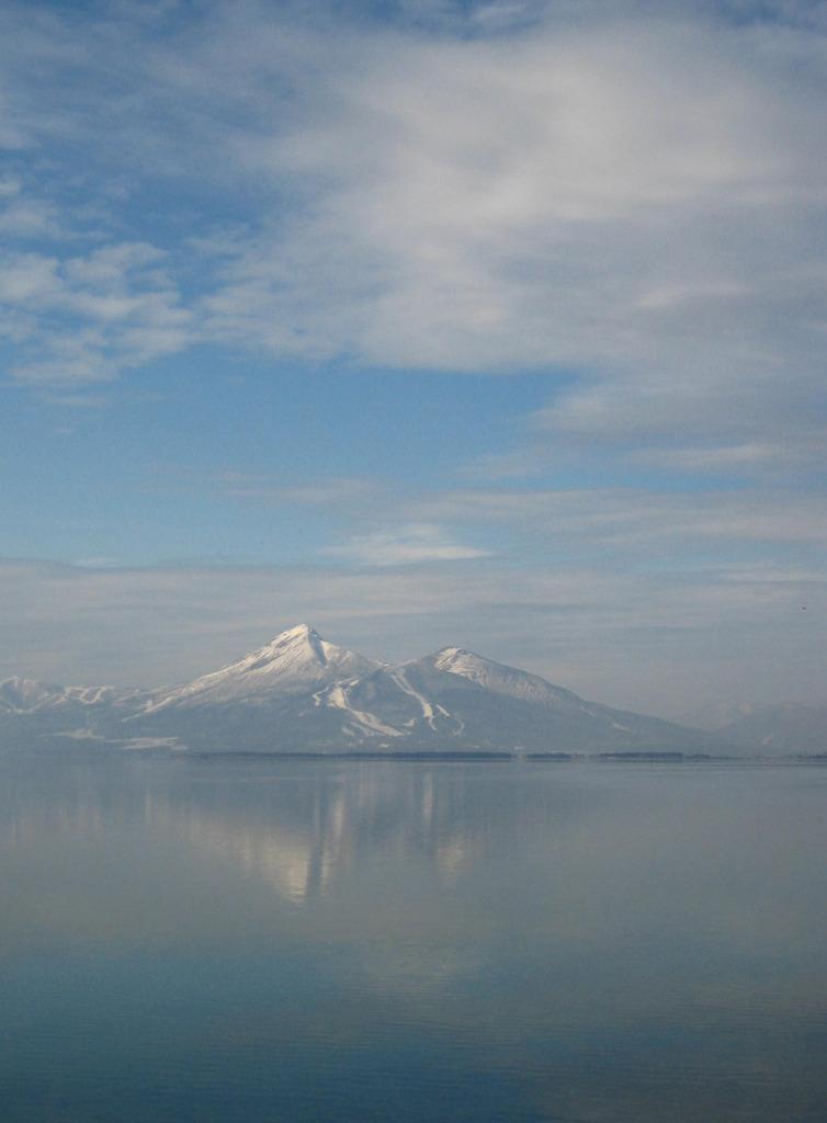 水鏡に写る磐梯山