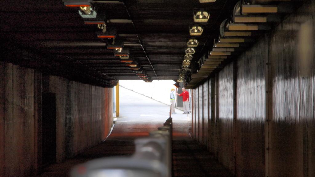 トンネルの向こう側で at916