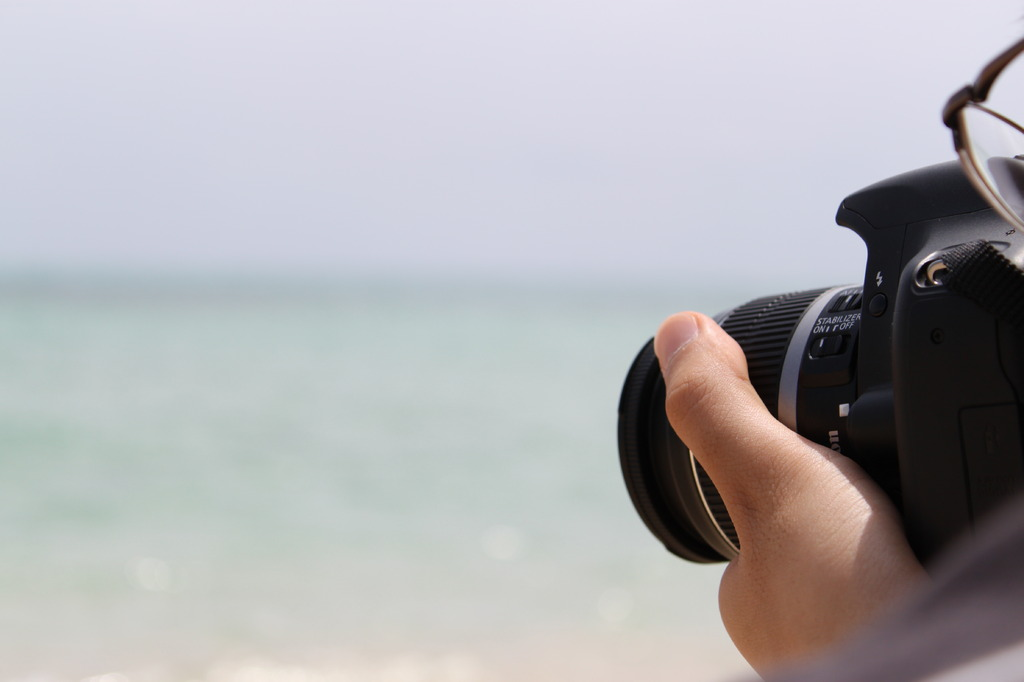海を撮影中
