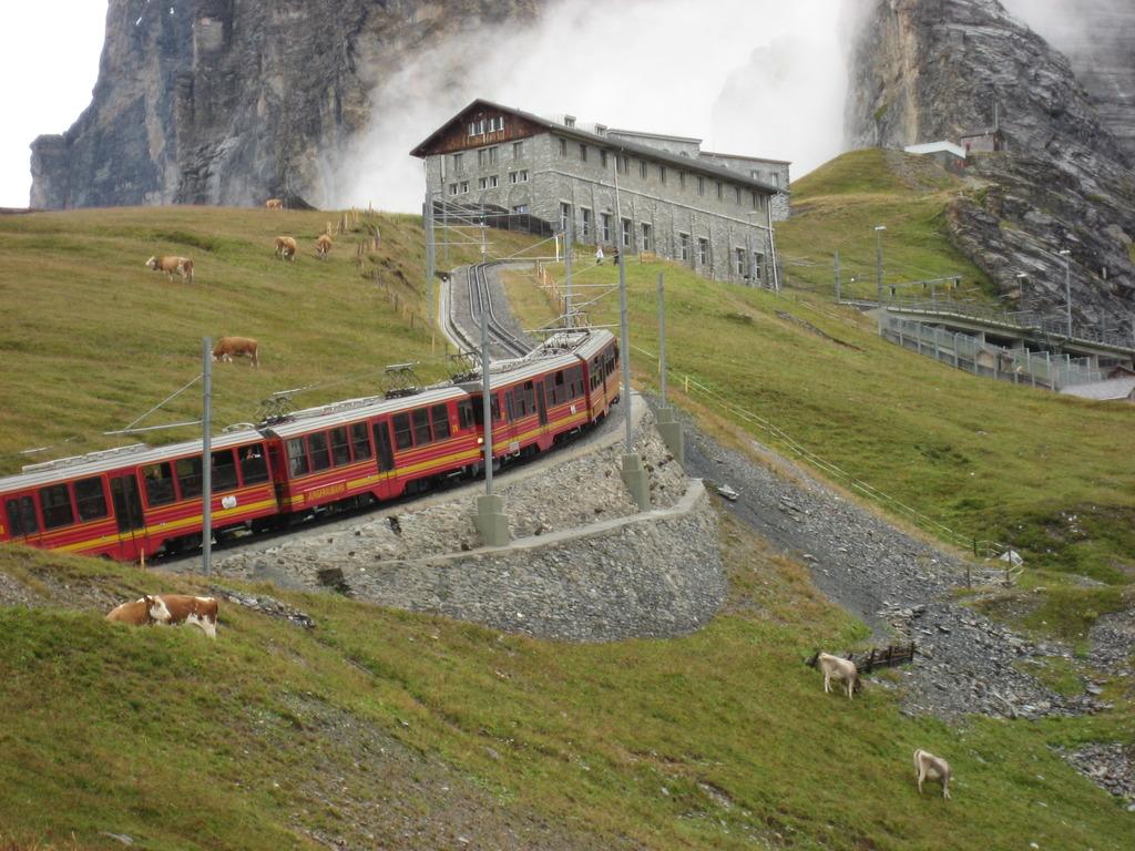 アイガーグレッチャー駅と登山電車
