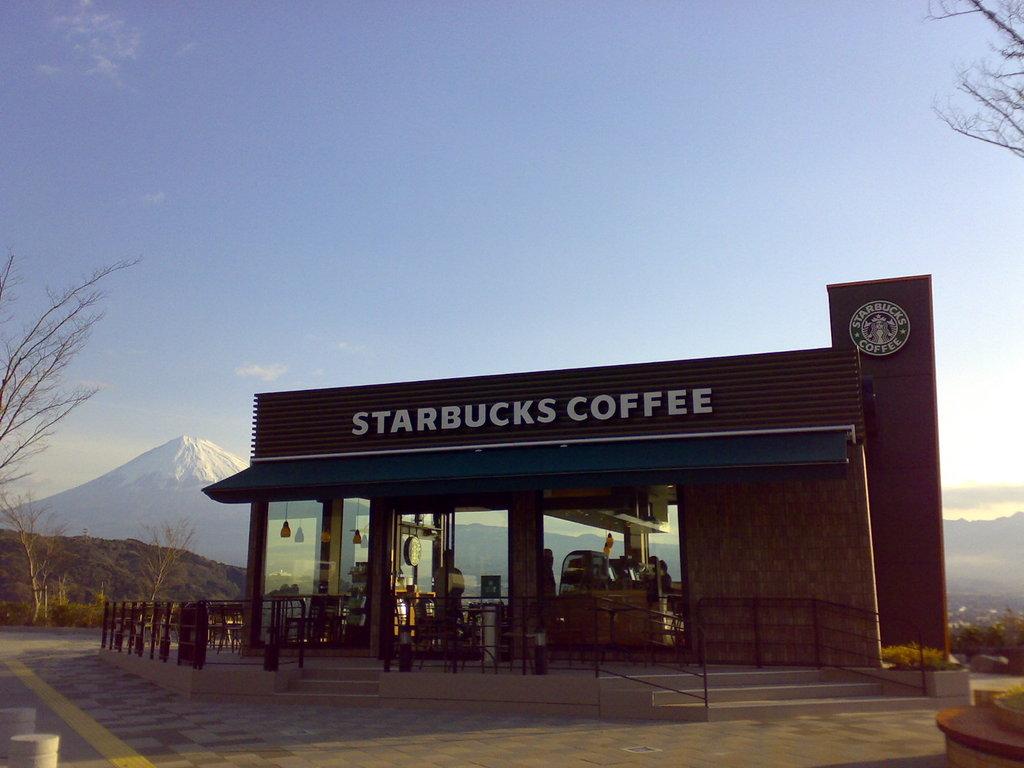 スターバックスと富士山1