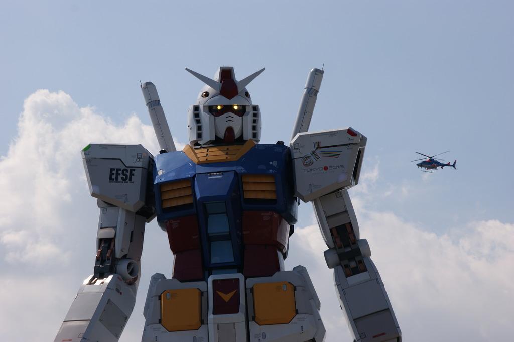 巨大ロボット発見!