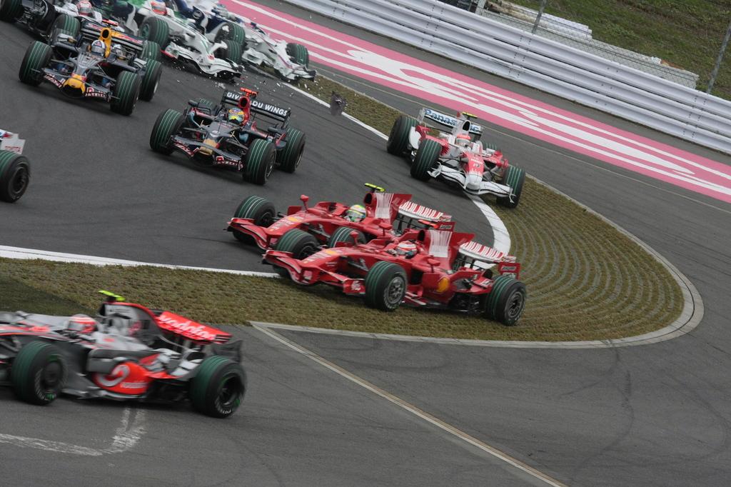 08日本GP1コーナー