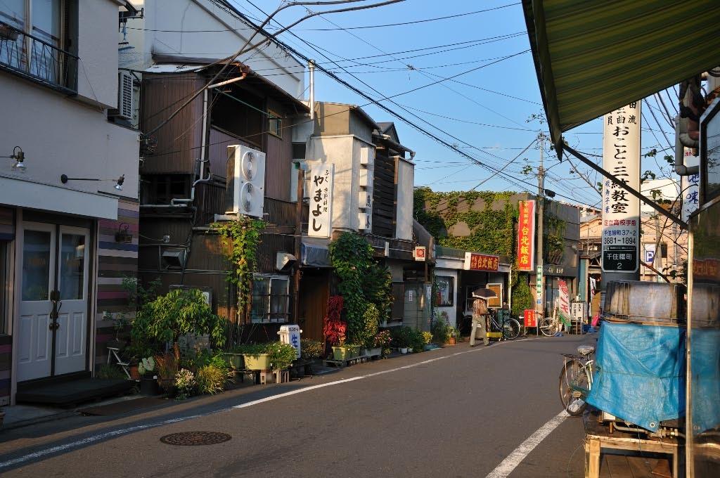京成関屋駅前