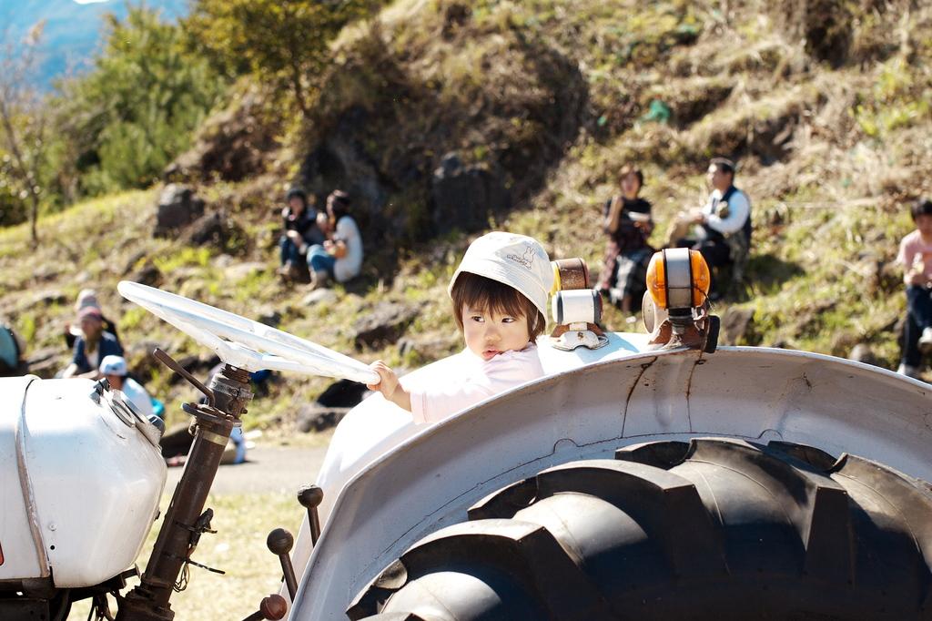 トラクターと女の子