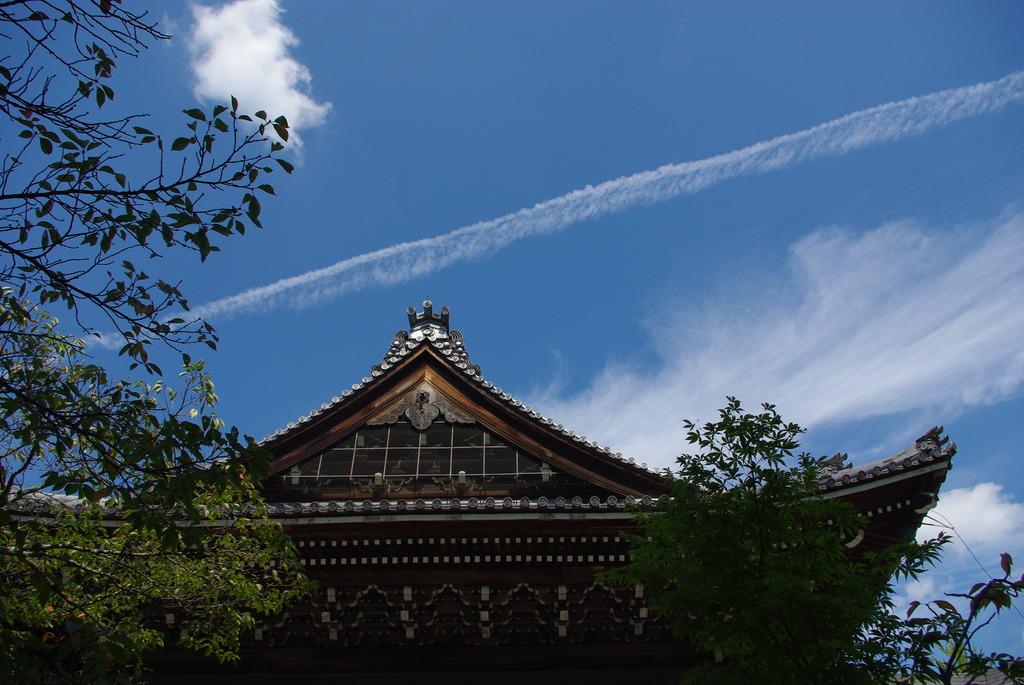 ひこうき雲、お寺